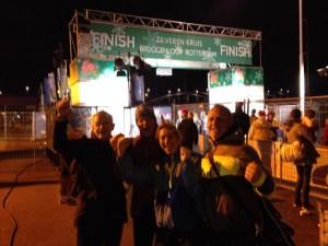 Met Mat, Yvonne en Rob na de finish van de Bruggenloop - Rotterdam 2013.