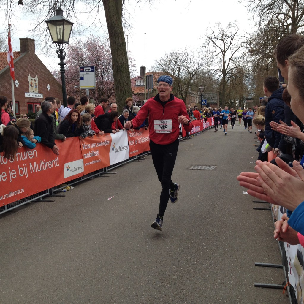 Zwevend naar de finish van de Halve Marathon van De Haar.