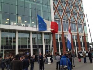 De Franse vlag halfstok bij het Goudse Huis van de Stad.