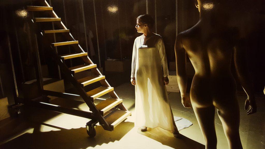 Judith Linssen als Gertrude, de moeder van Hamlet. Foto van een foto van Leo van Velzen.