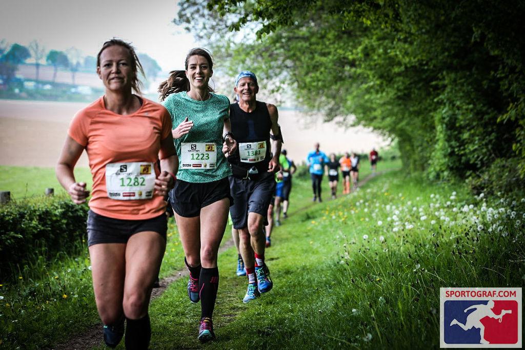 De Koning van Spanje trail 2017 een sportief feestje. Hier loop ik bij het 4 kilometerpunt achter Lieke Paaijmans en Cato Vrouwenraets.