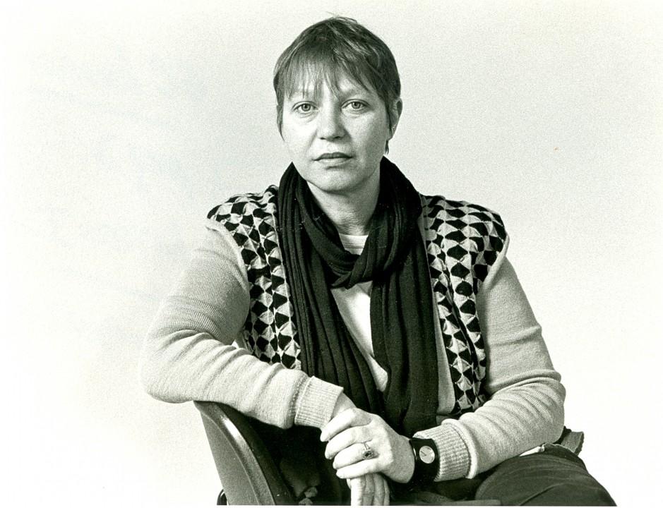 Directeur van Museum Gouda in 1976, Josine de Bruyn Kops. Zij begon werk van kunstenaressen aan te kopen.