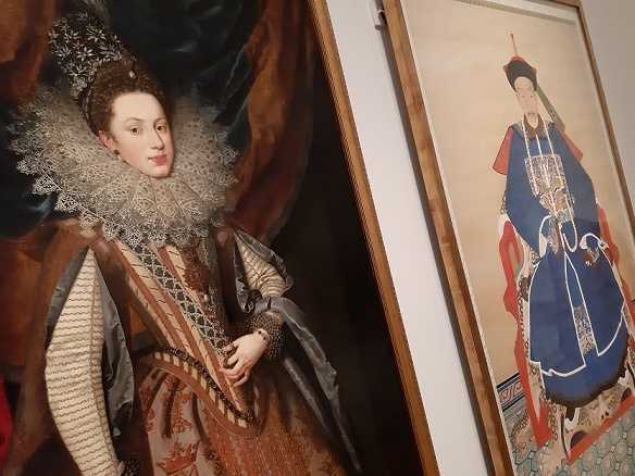 De Spaanse koningsdochter Margaretha van Savoye (1608), hertogin van Mantua, door Frans Pourbus de Jongere naast een  Chinese adellijke officier aan het hof, beide uit het begin van de negentiende eeuw.